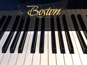 鍵盤蓋のフェルトは黒色