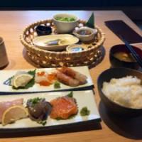 ウニ・海老専門店「魚魚魚」の刺身定食