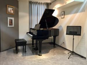 けやき通りピアノサロンのグランドピアノ